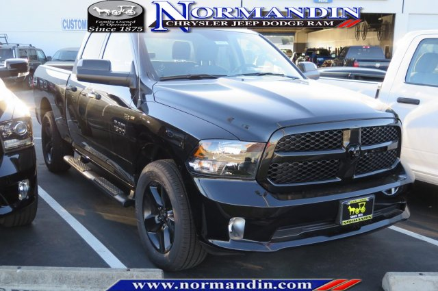 New 2018 RAM 1500 Black Express 4x4 Quad Cab 6'4