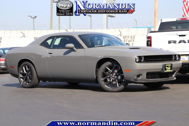 New 2019 DODGE Challenger SXT Blacktop